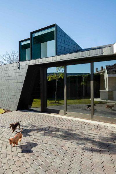 architectural-house-exterior-7HVDWWS-web.jpg